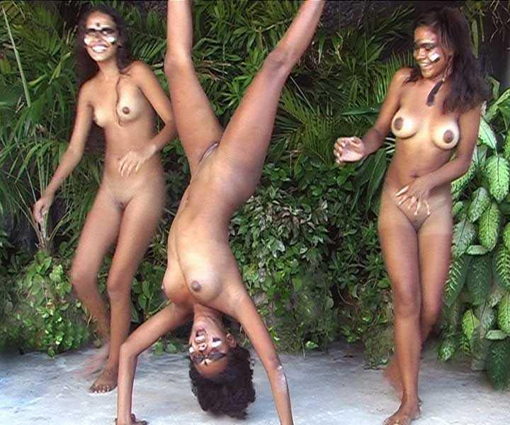 3 jeunes petites blacks nues Top-X-Porn