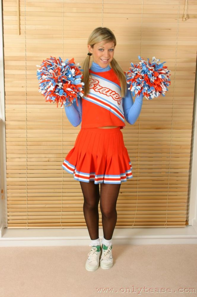 Celeb Hosiery: Cheerleaders