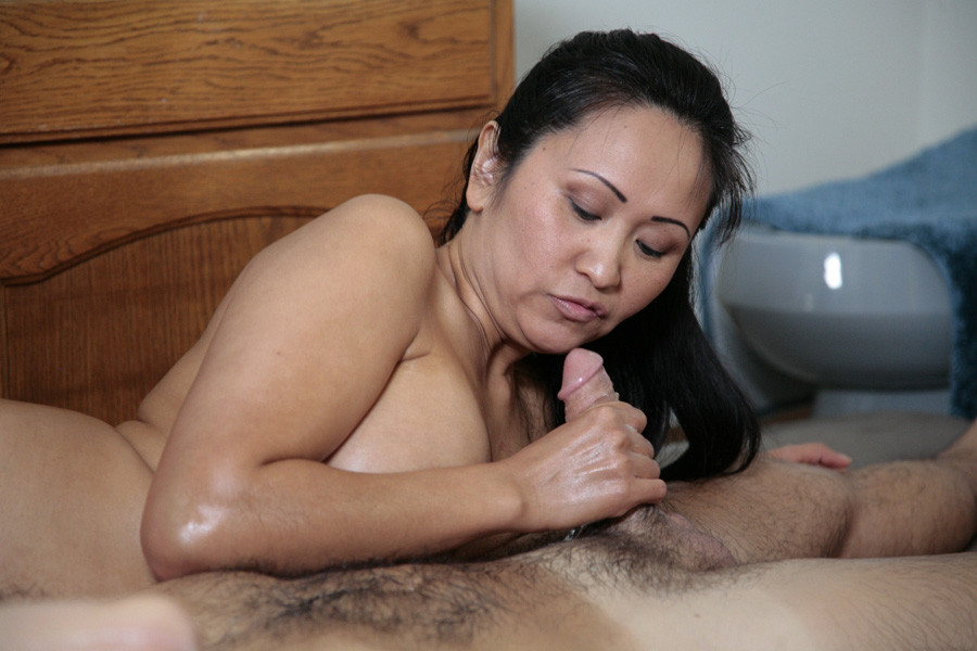 Spectacular mature japanese gives..
