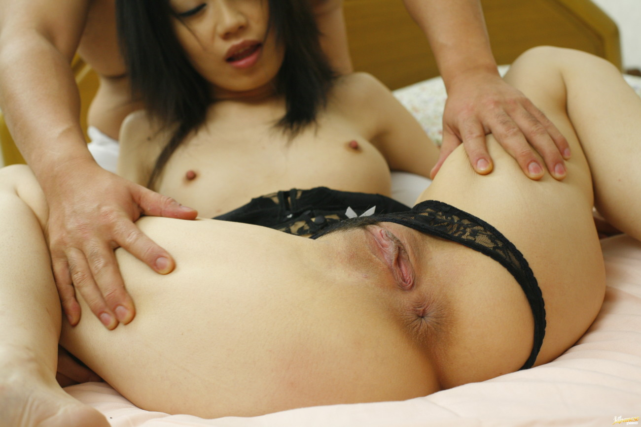 Miki Uehara group-fucked by 2 Chinese..