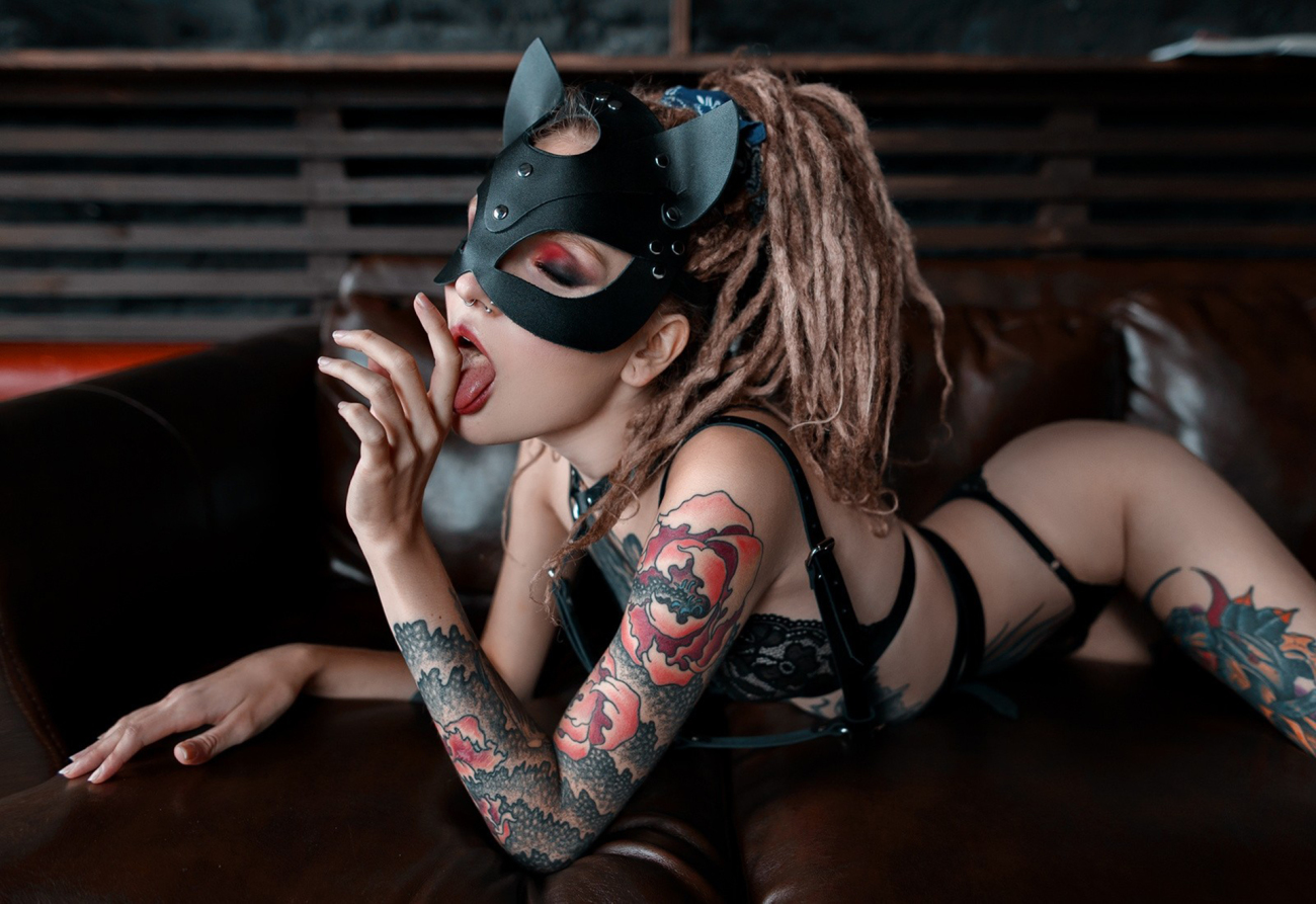 uber-sexy inked dame with dreadlocks..