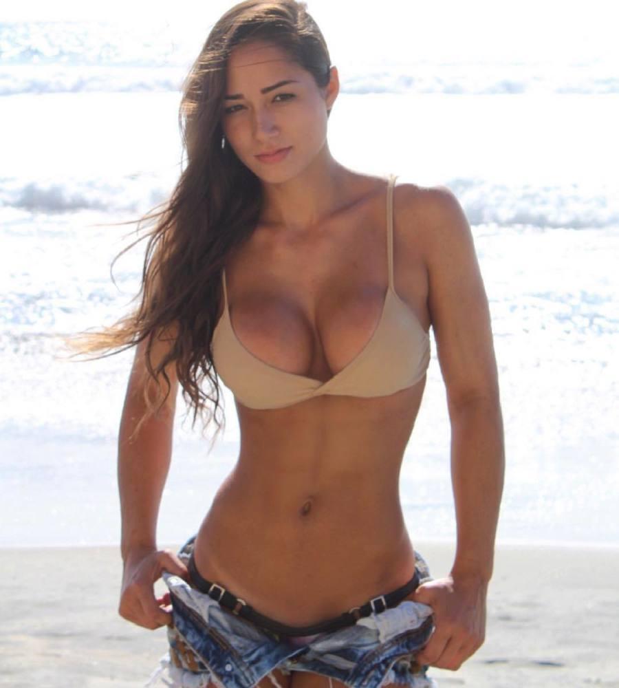 Bruna Luccas - Uber-sexy Latin Doll -..