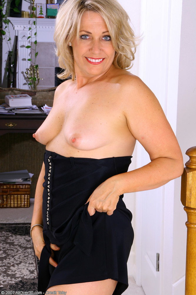 Mature Intercourse Blond Leah Bare..