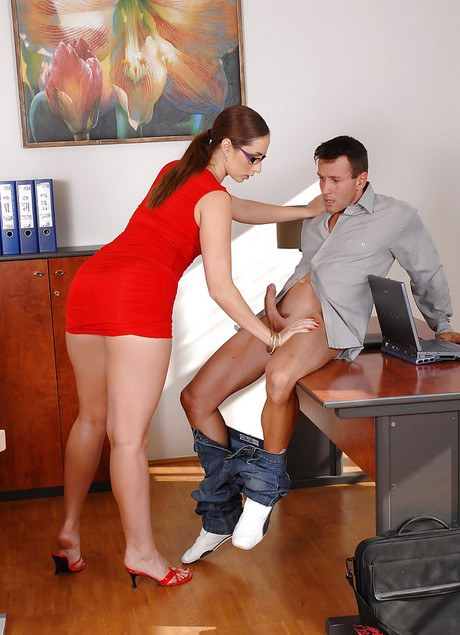 Paige Turnah Office Pictures - PornPics