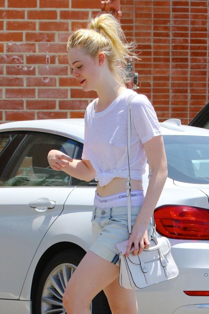 Elle Fanning Sans bra (5 Photos) #The..