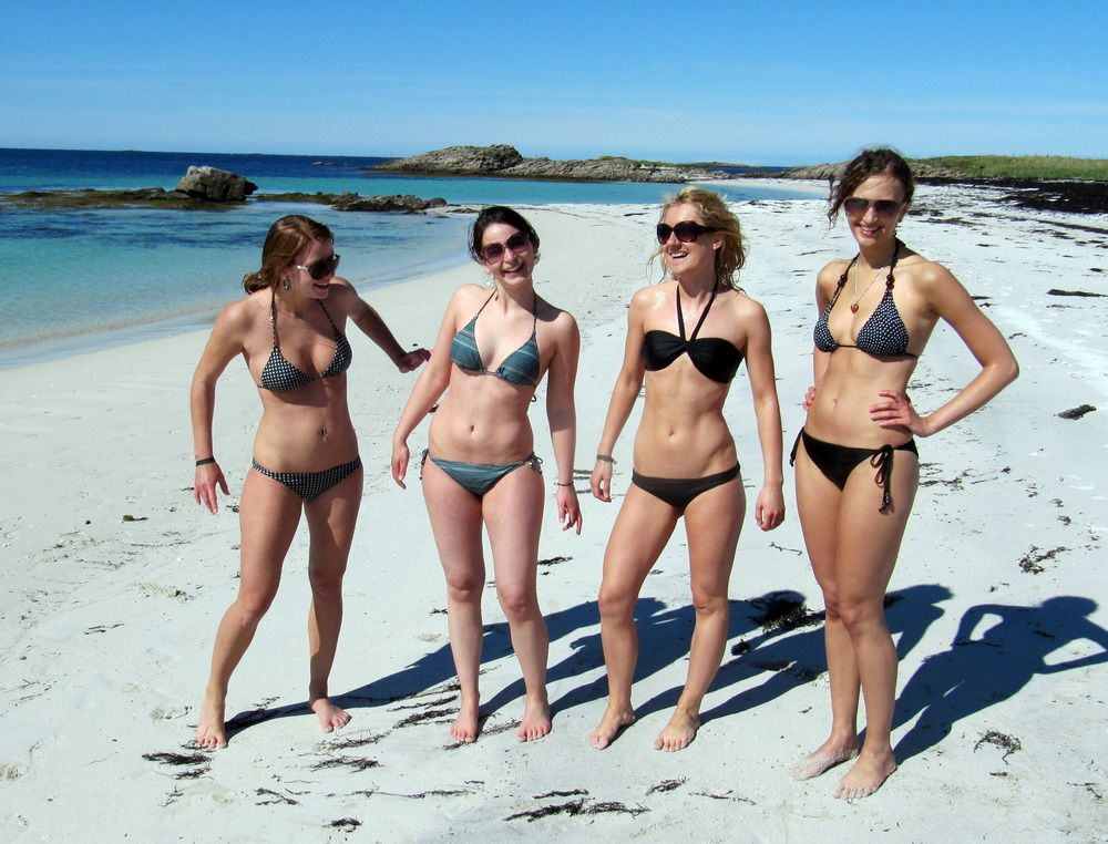 Beach bikini,  nubiles on the beach,..